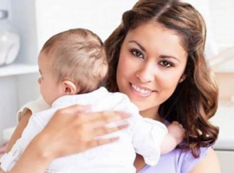 Те, як ви тримаєте дитину, розповість про ваш характер
