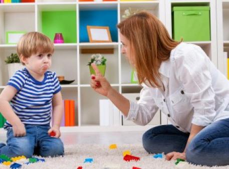 Які фрази краще не казати своїм дітям