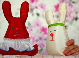 Великодні зайченята: робимо іграшку власноруч