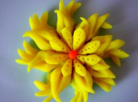 Що буде, якщо порізати пластилін? Об'ємна квітка!