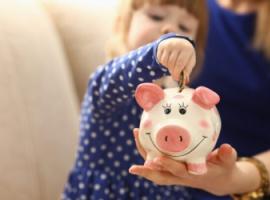 Як навчити дітей поводитися з грошима