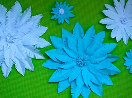 Створіть паперову квітку всього за 5 хвилин