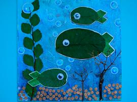 На дні ріки: композиція з горіховим листям