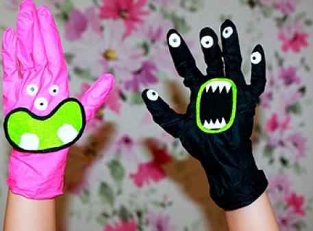 Рухомі монстри з господарських рукавичок