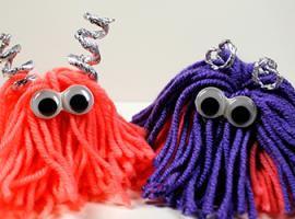 Іграшки з пряжі: маленькі м'які монстрики