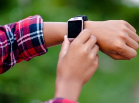 Електронний годинник для дітей як питання безпеки
