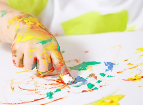 Коли та як дитина вчиться малювати