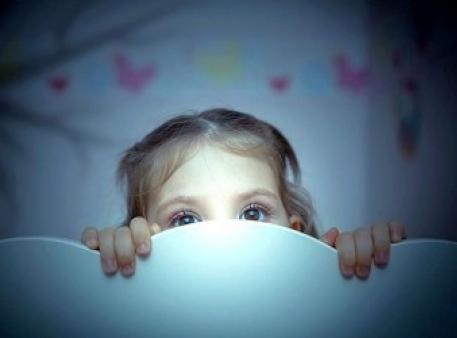 Страх перед темрявою: як допомогти дітям