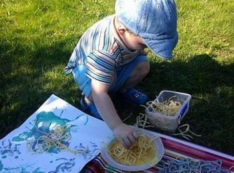 Гра «Малюємо за допомогою спагеті»