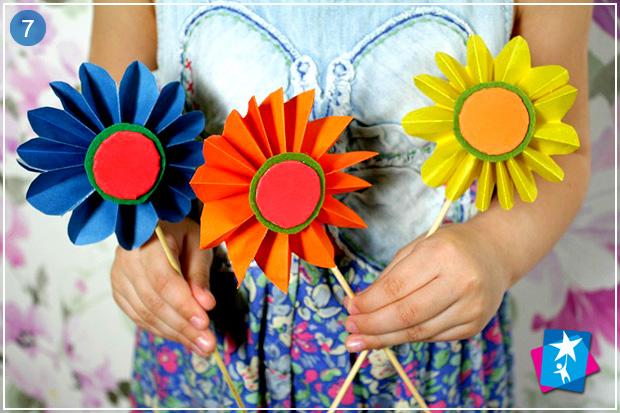 Как сделать цветы из обычной цветной бумаги своими руками поэтапно фото