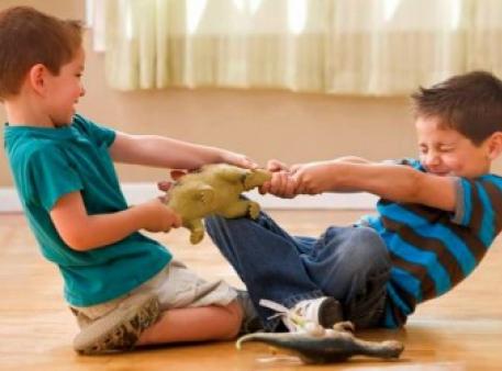 Як навчити вашого малюка ділитись